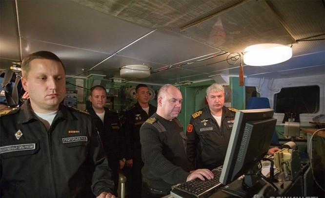 Chùm ảnh tàu ngầm hạt nhân Nga phóng tên lửa Bulava ảnh 5