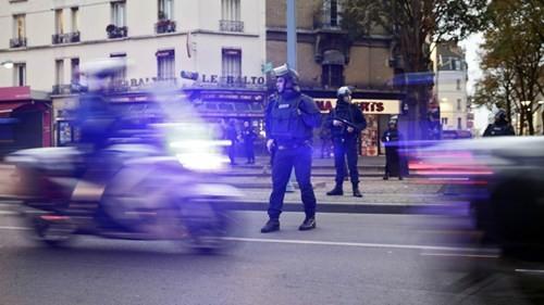 Đấu súng dữ dội ở ngoại ô Paris, tiêu diệt 3 nghi phạm khủng bố ảnh 2