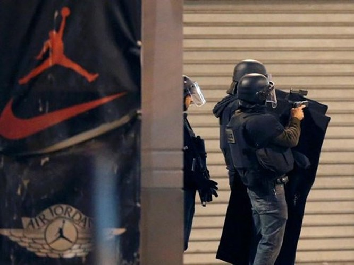 Đấu súng dữ dội ở ngoại ô Paris, tiêu diệt 3 nghi phạm khủng bố ảnh 7