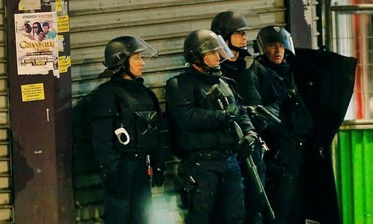 Vây bắt kẻ chủ mưu khủng bố Paris, tiêu diệt 3 tên khủng bố ảnh 1