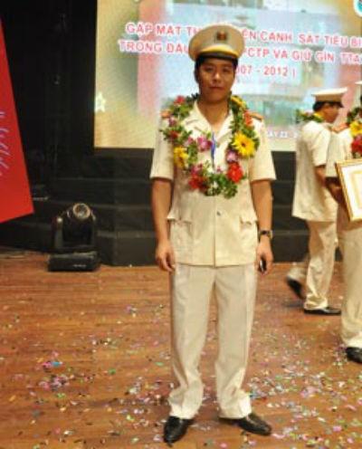 Trung tá Phạm Mạnh Hùng trong một lần tham dự gặp mặt gương cảnh sát tiêu biểu. Ảnh: ĐSPL
