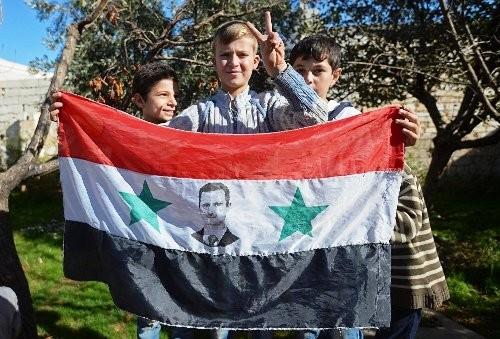 Trẻ em tại một ngôi làng phụ cận Aleppo.
