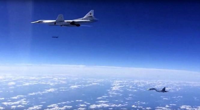 Máy bay ném bom chiến lược Nga đã bay... vòng quanh châu Âu để tấn công IS tại Syria ảnh 1