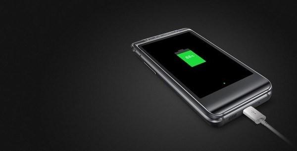 Smartphone nắp gập sang chảnh của Samsung có giá tới 35,5 triệu đồng ảnh 3