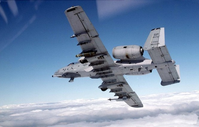 Uy lực khẩu pháo 7 nòng trên máy bay A-10 Thunderbolt ảnh 6