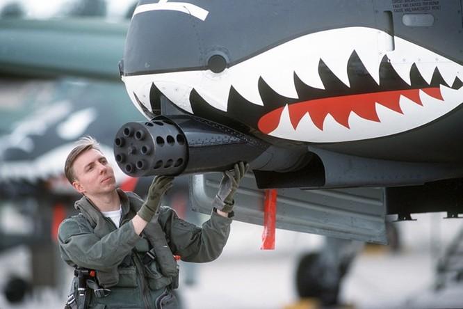 Uy lực khẩu pháo 7 nòng trên máy bay A-10 Thunderbolt ảnh 2