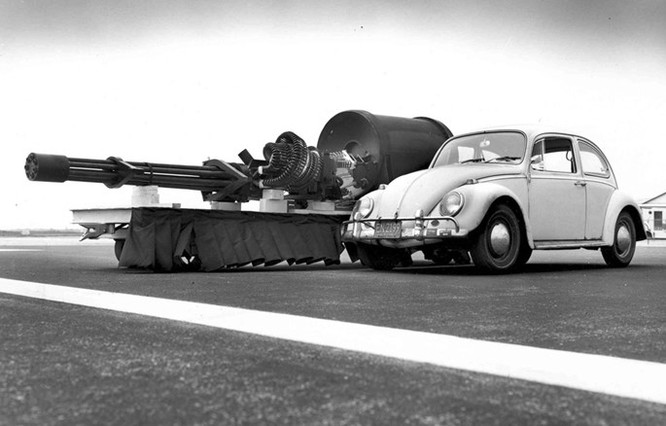 Uy lực khẩu pháo 7 nòng trên máy bay A-10 Thunderbolt ảnh 3