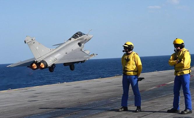 Trên tàu sân bay Pháp tham gia tấn công quân IS ở Trung Đông ảnh 9