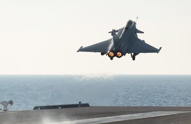 Trên tàu sân bay Pháp tham gia tấn công quân IS ở Trung Đông ảnh 10