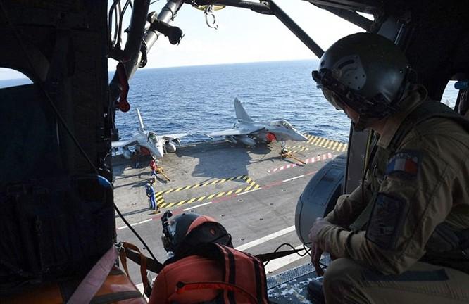 Trên tàu sân bay Pháp tham gia tấn công quân IS ở Trung Đông ảnh 4