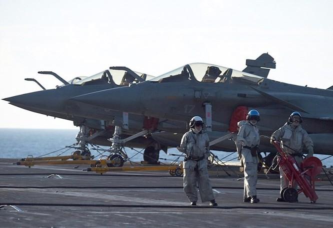 Trên tàu sân bay Pháp tham gia tấn công quân IS ở Trung Đông ảnh 6