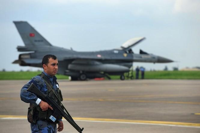 F-16 'không có cửa' khi đối đầu Su-30SM ở Syria ảnh 3