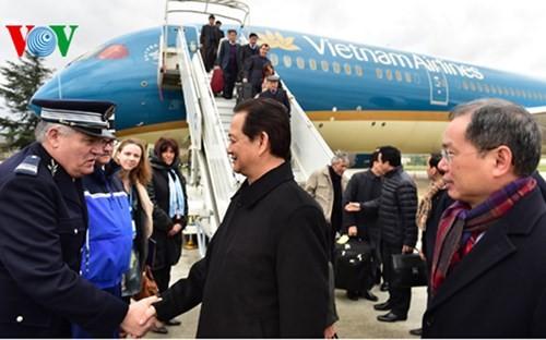 Hình ảnh Thủ tướng Nguyễn Tấn Dũng tới Paris ảnh 2