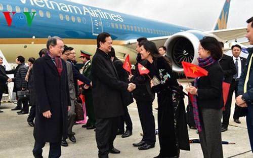 Hình ảnh Thủ tướng Nguyễn Tấn Dũng tới Paris ảnh 1
