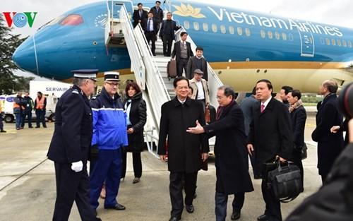 Hình ảnh Thủ tướng Nguyễn Tấn Dũng tới Paris ảnh 4