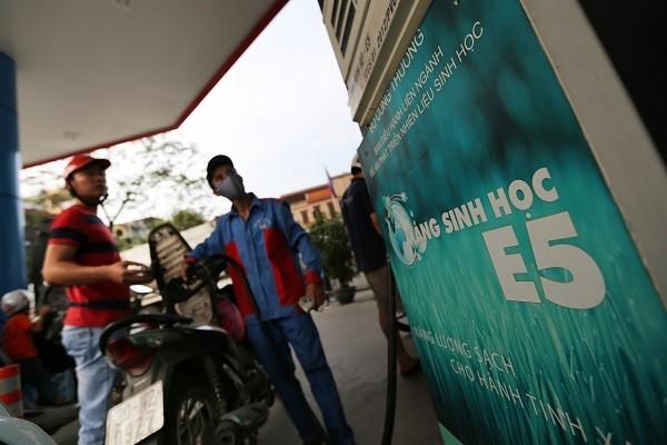 Ngày đầu tiên triển khai đồng loạt bán xăng sinh học E5: Người dân và doanh nghiệp vẫn e dè ảnh 1