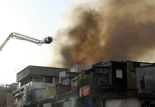 Cháy nhiều nhà ở trung tâm Sài Gòn ảnh 2