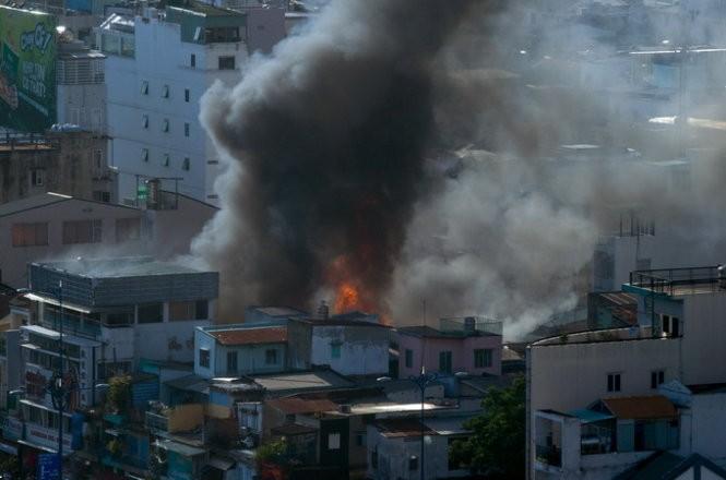 Cháy nhiều nhà ở trung tâm Sài Gòn ảnh 3