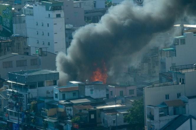 Cháy nhiều nhà ở trung tâm Sài Gòn ảnh 4