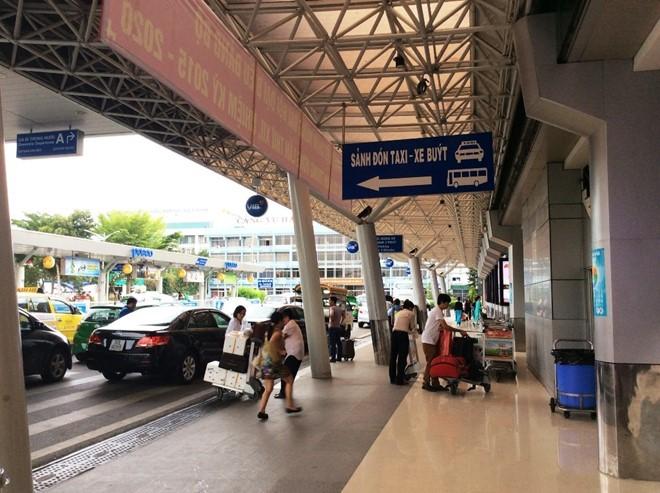 Sân bay Tân Sơn Nhất vẫn rất tệ, chưa có dấu hiệu cải thiện ảnh 1