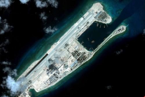 Trung Quốc xây thêm đường băng ở Biển Đông, gấp 4 lần hiện tại ảnh 1