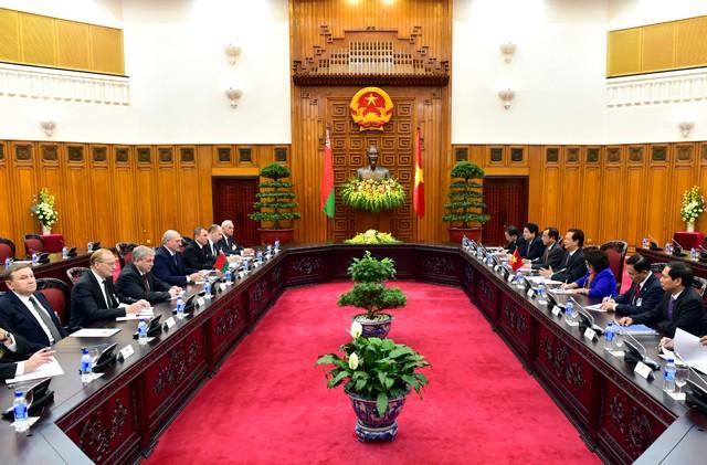Thủ tướng Nguyễn Tấn Dũng hội kiến Tổng thống Belarus ảnh 2
