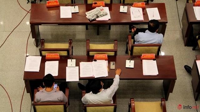 """1/3 """"ghế trống"""" khi đại biểu HĐND TP.HCM biểu quyết các tờ trình ảnh 7"""