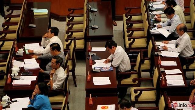 """1/3 """"ghế trống"""" khi đại biểu HĐND TP.HCM biểu quyết các tờ trình ảnh 5"""