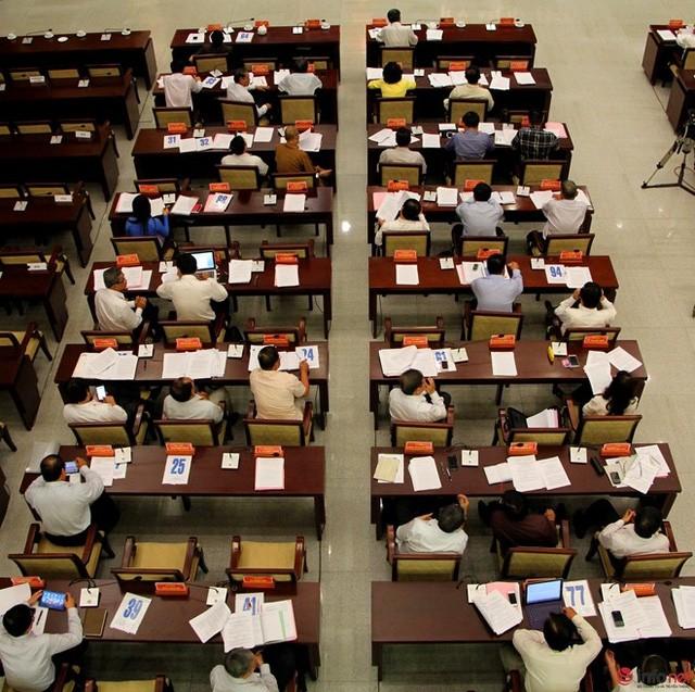 """1/3 """"ghế trống"""" khi đại biểu HĐND TP.HCM biểu quyết các tờ trình ảnh 10"""