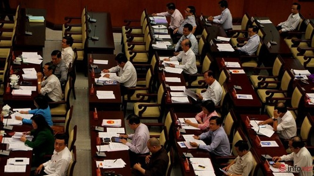 """1/3 """"ghế trống"""" khi đại biểu HĐND TP.HCM biểu quyết các tờ trình ảnh 1"""