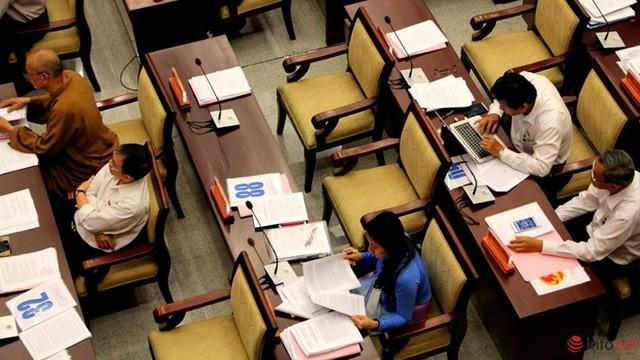 """1/3 """"ghế trống"""" khi đại biểu HĐND TP.HCM biểu quyết các tờ trình ảnh 4"""