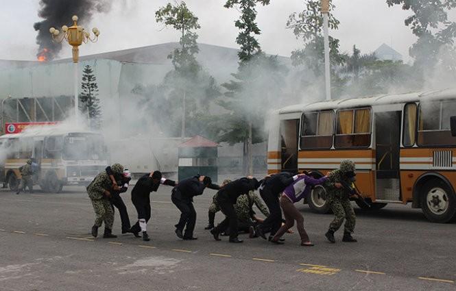 Mục kích đặc công Việt Nam diễn tập chống khủng bố ảnh 10
