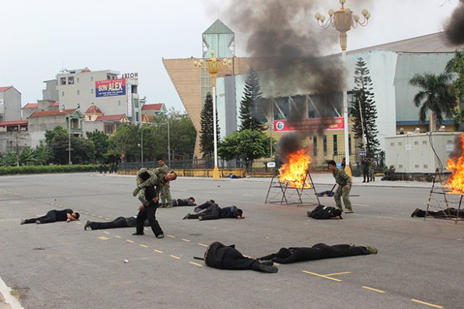 Mục kích đặc công Việt Nam diễn tập chống khủng bố ảnh 13