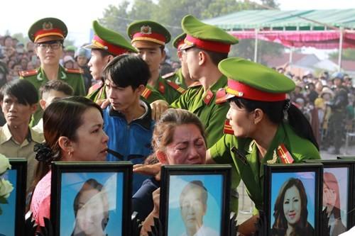 Xét xử vụ thảm sát ở Bình Phước: Dương và Tiến bật khóc khi bị đề nghị án tử hình ảnh 17