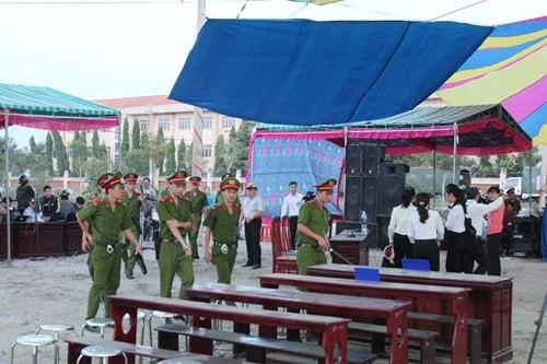 Xét xử vụ thảm sát ở Bình Phước: Dương và Tiến bật khóc khi bị đề nghị án tử hình ảnh 43