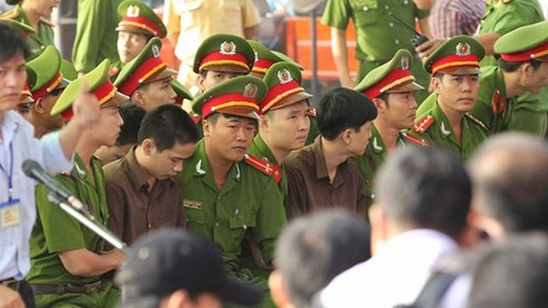 Xét xử vụ thảm sát ở Bình Phước: Dương và Tiến bật khóc khi bị đề nghị án tử hình ảnh 33