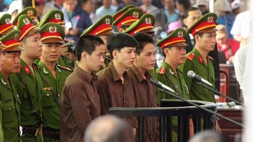 Xét xử vụ thảm sát ở Bình Phước: Dương và Tiến bật khóc khi bị đề nghị án tử hình ảnh 30