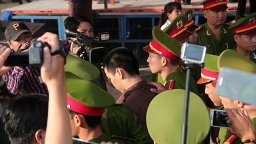 Xét xử vụ thảm sát ở Bình Phước: Dương và Tiến bật khóc khi bị đề nghị án tử hình ảnh 31