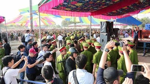 Xét xử vụ thảm sát ở Bình Phước: Dương và Tiến bật khóc khi bị đề nghị án tử hình ảnh 29