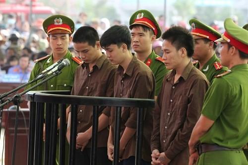 Xét xử vụ thảm sát ở Bình Phước: Dương và Tiến bật khóc khi bị đề nghị án tử hình ảnh 12