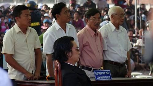 Xét xử vụ thảm sát ở Bình Phước: Dương và Tiến bật khóc khi bị đề nghị án tử hình ảnh 14