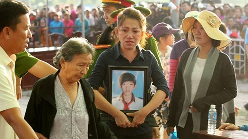 Xét xử vụ thảm sát ở Bình Phước: Dương và Tiến bật khóc khi bị đề nghị án tử hình ảnh 11