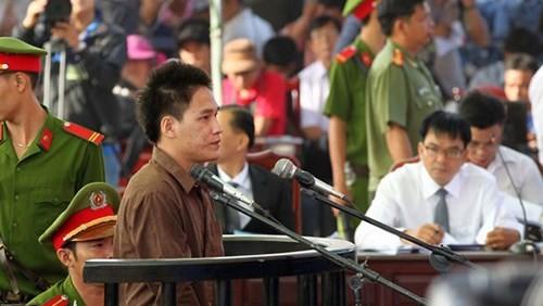 Xét xử vụ thảm sát ở Bình Phước: Dương và Tiến bật khóc khi bị đề nghị án tử hình ảnh 18