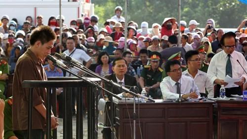 Xét xử vụ thảm sát ở Bình Phước: Dương và Tiến bật khóc khi bị đề nghị án tử hình ảnh 4