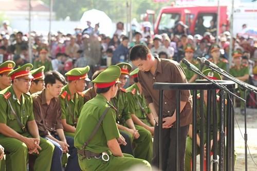 Xét xử vụ thảm sát ở Bình Phước: Dương và Tiến bật khóc khi bị đề nghị án tử hình ảnh 9