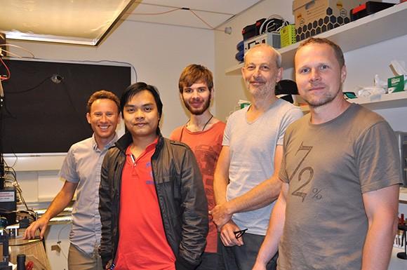 Nghiên cứu sinh Việt Nam tìm ra vật liệu chế tạo siêu máy tính quang lượng tử ảnh 2