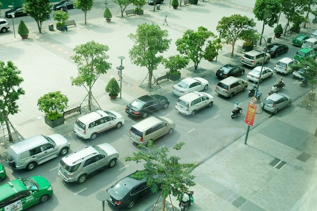Lượng xe ô tô cá nhân chạy trên các con đường ở TPHCM ngày càng nhiều -Ảnh minh họa: Quốc Hùng