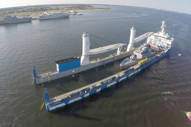 Xem tàu Rolldock Star chở 2 tàu tên lửa từ Mỹ về Ai Cập ảnh 1