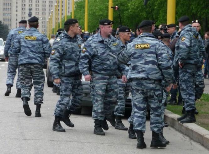 Cảnh sát nước ngoài được trang bị vũ khí thế nào? ảnh 5