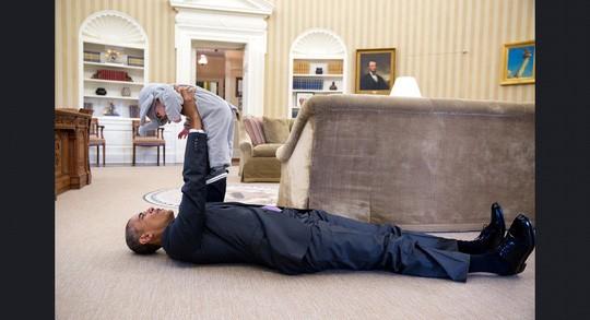 Những khoảnh khắc ấn tượng của ông Obama ảnh 1